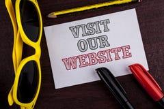 Schreibensanmerkungs-Vertretung Besuch unsere Website Geschäftsfoto Präsentationseinladungs-Uhrwebseite Link zu homepage-Blog-Int Lizenzfreie Stockbilder