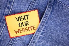 Schreibensanmerkungs-Vertretung Besuch unsere Website Geschäftsfoto Präsentationseinladungs-Uhrwebseite Link zu homepage-Blog-Int Stockfotos
