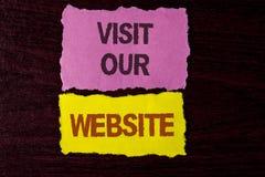 Schreibensanmerkungs-Vertretung Besuch unsere Website Geschäftsfoto Präsentationseinladungs-Uhrwebseite Link zu homepage-Blog-Int Lizenzfreies Stockfoto