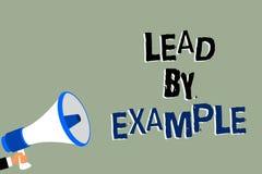 Schreibensanmerkungs-Vertretung Führung durch Beispiel Die Geschäftsfotopräsentation ist ein Mentor, den Führer den Regeln geben  lizenzfreie abbildung