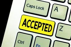 Schreibensanmerkungsvertretung angenommen Die Geschäftsfotopräsentation sind damit einverstanden, etwas Zustimmungs-Erlaubnis-Bes lizenzfreies stockfoto