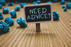 Schreibensanmerkungsvertretung Bedarfs-Ratefrage Geschäftsfoto, das jemand fragend zur Schau stellt, ob er Empfehlungen oder Anle lizenzfreie stockfotos