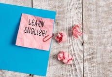 Schreibensanmerkungsvertretung lernen Englisch Zur Schau stellendes Geschäftsfoto zu gewinnen, Wissen in der neuen Sprache durch  lizenzfreies stockbild