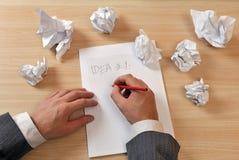 Schreibensideen unten auf Papier Lizenzfreies Stockfoto