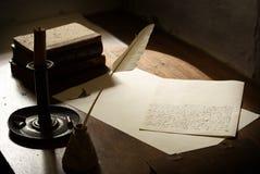 Schreibensschreibtisch und -zeichen stockfoto