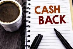 Schreibenstext, der Bargeld hinteres Cashback zeigt Geschäftskonzept für die Geld-Versicherung geschrieben auf Notizbuchbuchbrief Stockbild