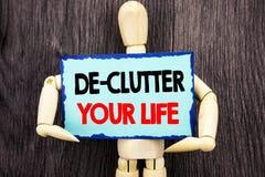 Schreibenstext, der De-Unordnung Ihr Leben zeigt Konzept, das frei weniger Chaos-neues sauberes Programm geschrieben auf die kleb lizenzfreies stockfoto
