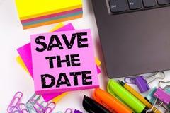 Schreibenstext-Vertretung Abwehr das Datum gemacht im Büro mit Umgebungen wie Laptop, Markierung, Stift Geschäftskonzept für Spec Lizenzfreies Stockbild