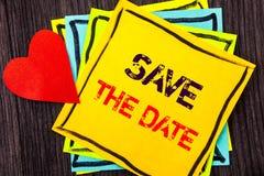 Schreibenstext-Vertretung Abwehr das Datum Konzeptbedeutung Hochzeitstag-Einladungs-Anzeige geschrieben auf Stikcy-Briefpapier au Stockbilder