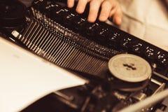 Schreibmaschine in der Retro- Art Nahaufnahme Lizenzfreies Stockfoto