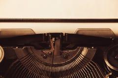 Schreibmaschine in der Retro- Art Nahaufnahme, Retrostil Lizenzfreie Stockbilder