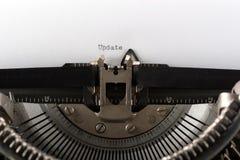 Schreibmaschine, die den Wortaktualisierungsvorgang schreibt Lizenzfreies Stockbild