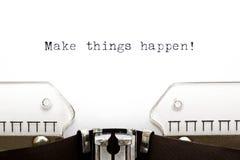 Schreibmaschine lassen Sachen geschehen Stockbilder