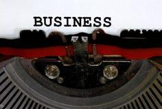 Schreibmaschine schreibt GESCHÄFT Nahaufnahmeschwarztinte Lizenzfreies Stockfoto
