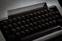 Schreibmaschine thailändisch in der Dunkelkammer Stockfoto
