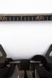 Schreibmaschine und unbelegtes Papier Stockfotos
