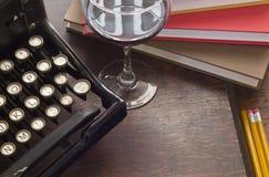 Schreibmaschinen-Wein-Bücher Stockbild