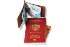 Schreibtisch des häufigen Reisenden - Winkelsicht Die Zusammensetzung von wesentlichen Einzelteilen für Reise: Pass mit den mehrf lizenzfreie stockfotos