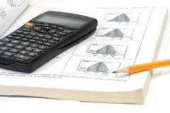 Schreibtisch des Mathekursteilnehmers Stockfoto