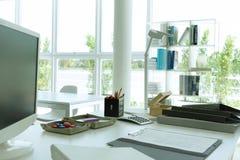 Schreibtisch in einer guten Ansicht Stockbilder