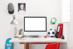 Schreibtisch im Schlafzimmer eines Kindes. Lizenzfreie Stockbilder