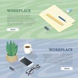 Schreibtisch mit Handy, Gläser, Betriebsblitz-Antrieb Lizenzfreies Stockfoto