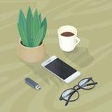 Schreibtisch mit Handy, Gläser, Betriebsblitz-Antrieb Stockbild
