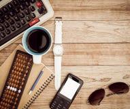 Schreibtisch mit Kaffeehintergrund Lizenzfreies Stockfoto