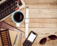 Schreibtisch mit Kaffeehintergrund Stockbilder