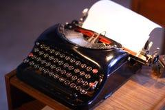 Schreibtisch mit Schreibmaschine Lizenzfreie Stockbilder