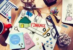 Schreibtisch mit Werkzeugen und Anmerkungen über Finanzierung lizenzfreie stockfotos