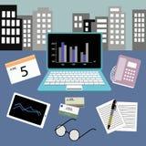 Schreibtisch und Computer Stockfotografie