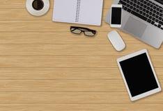 Schreibtischtabelle mit Computer, Versorgungen, Kaffee cOffice Schreibtisch t stockfotos