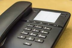 Schreibtischtelefon auf gelbem Hintergrund Lizenzfreies Stockfoto