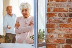 Schreien der älteren Frau lizenzfreies stockfoto