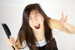 Schreien nach unordentlichem Haar lizenzfreies stockfoto