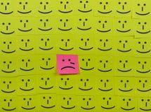 Schreien und glückliches Konzept Hintergrund von klebrigen Anmerkungen Lizenzfreie Stockfotografie