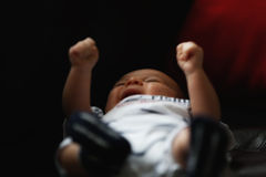 Schreiende fordernde Aufmerksamkeit des Babys stockfoto