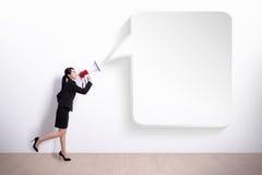 Schreiende Geschäftsfrau stockbild