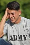 Schreiender erwachsener Mannesarmee-Soldat stockfoto
