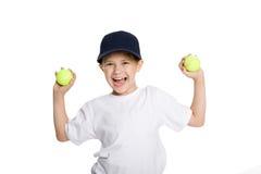 Schreiender Junge mit Tenniskugeln Stockfotos