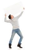 Schreiender junger Mann mit einer Fahne. Stockbild