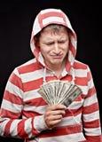 Schreiender junger Mann mit Geld Stockfotos