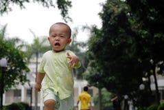 Schreiendes asiatisches Schätzchen Stockfotos