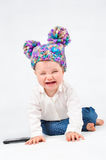 Schreiendes Baby mit einem Handy Lizenzfreies Stockfoto