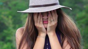 Schreiendes jugendlich Mädchen einsam und deprimiert Stockfotografie