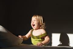 Schreiendes Sonnenlicht des Babys Stockfotografie