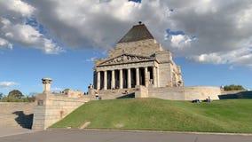 Schrein der Erinnerung in Melbourne-Annäherung von der Seite stock footage