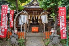 Schrein Hanazono Inari in Tokyo Stockfotos