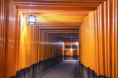 Schrein Tori Gates Fushimi Inari von Kyoto Stockfoto